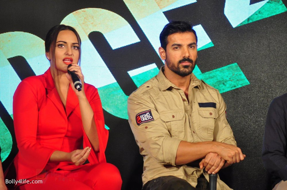 Sonakshi-Sinha-John-Abraham-at-Force-2-press-meet-on-21st-Oct-2016-32.jpg