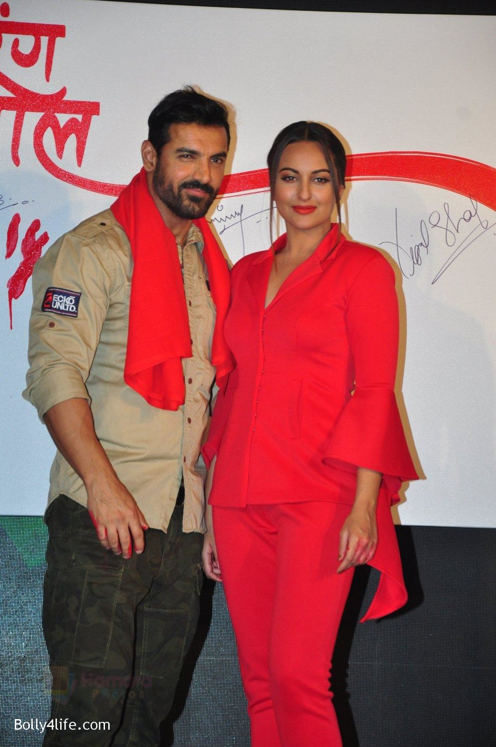 Sonakshi-Sinha-John-Abraham-at-Force-2-press-meet-on-21st-Oct-2016-70.jpg