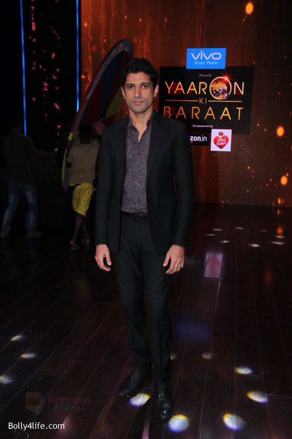 Farhan-Akhtar-promote-Rock-On-2-on-the-sets-of-Yaaron-Ki-Baraat-Show-on-Zee-Tv-on-23rd-Oct-2016-82.jpg