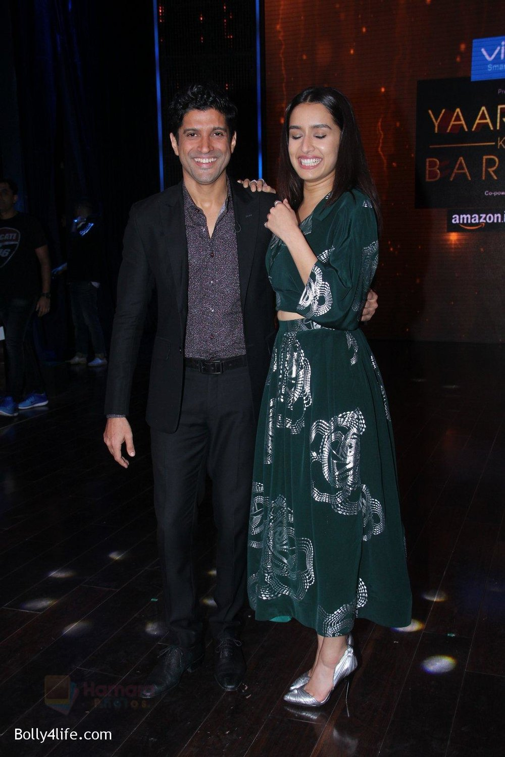 Shraddha-Kapoor-and-Farhan-Akhtar-promote-Rock-On-2-on-the-sets-of-Yaaron-Ki-Baraat-Show-on-Zee-Tv-on-23rd-Oct-2016-70.jpg