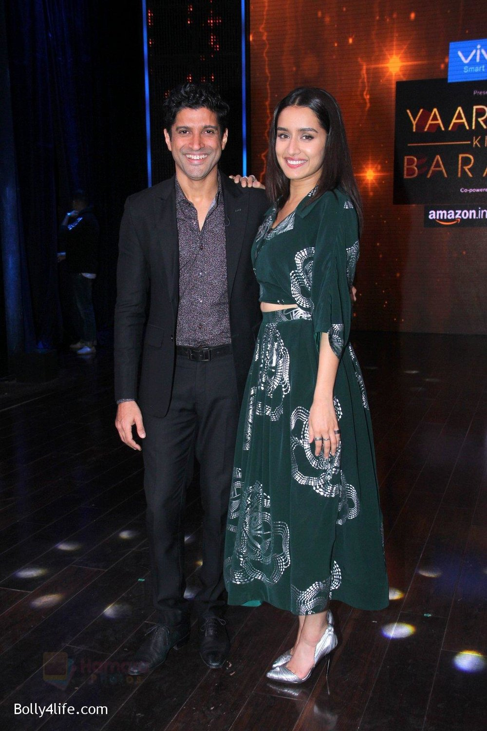 Shraddha-Kapoor-and-Farhan-Akhtar-promote-Rock-On-2-on-the-sets-of-Yaaron-Ki-Baraat-Show-on-Zee-Tv-on-23rd-Oct-2016-72.jpg
