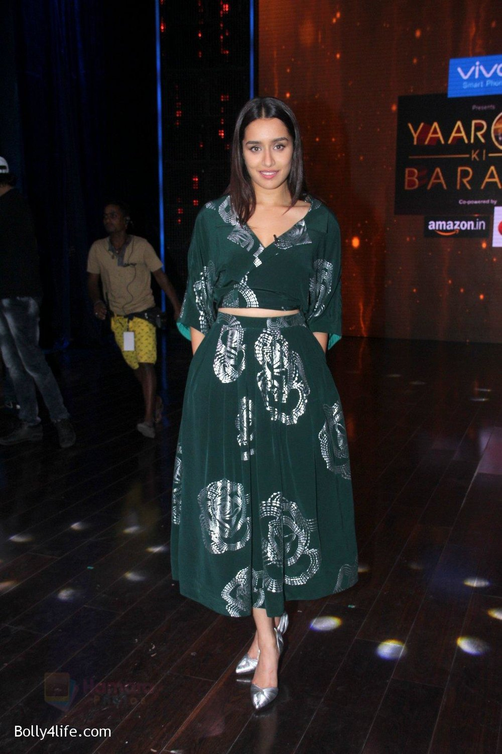 Shraddha-Kapoor-promote-Rock-On-2-on-the-sets-of-Yaaron-Ki-Baraat-Show-on-Zee-Tv-on-23rd-Oct-2016-77.jpg