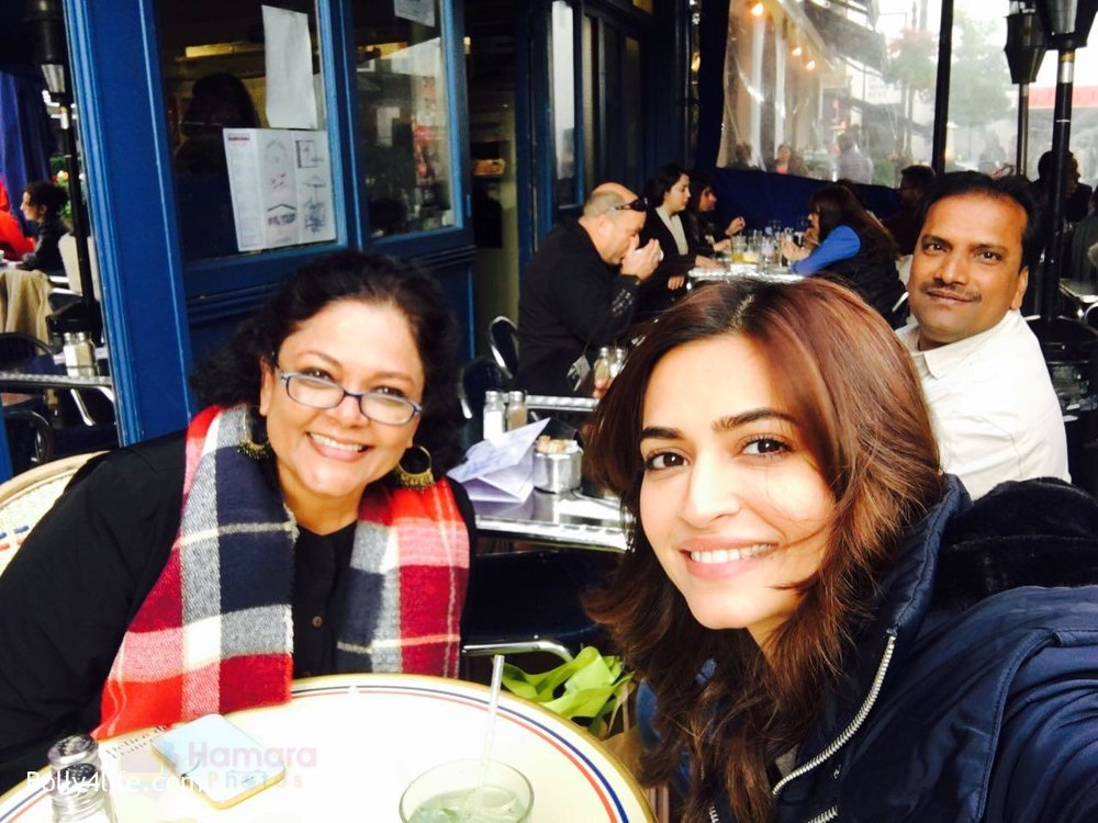 Kriti-Kharbanda-spotted-in-London-while-shooting-for-Atithii-in-London-on-26th-Oct-2016-1.jpg