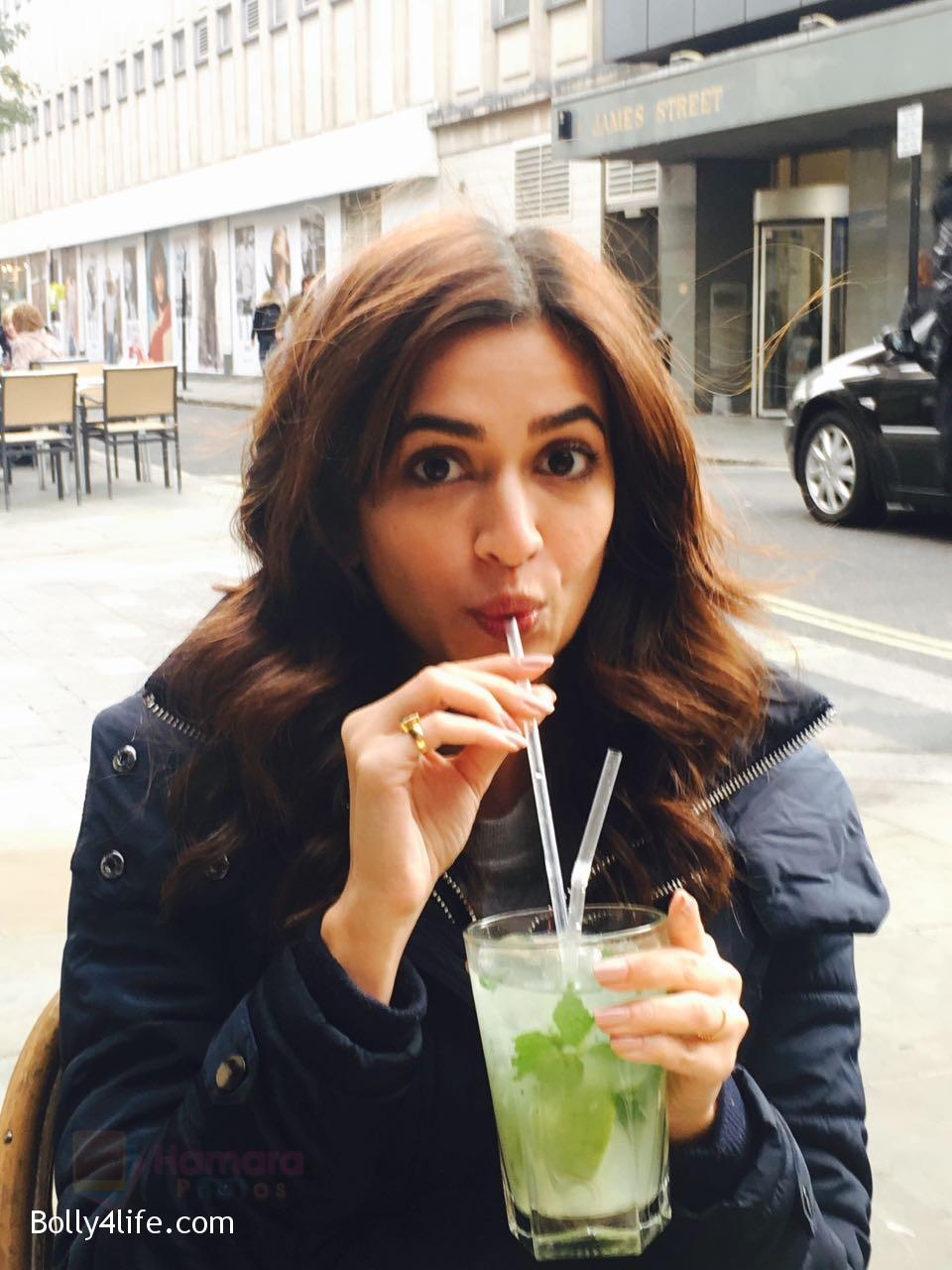 Kriti-Kharbanda-spotted-in-London-while-shooting-for-Atithii-in-London-on-26th-Oct-2016-2.jpg