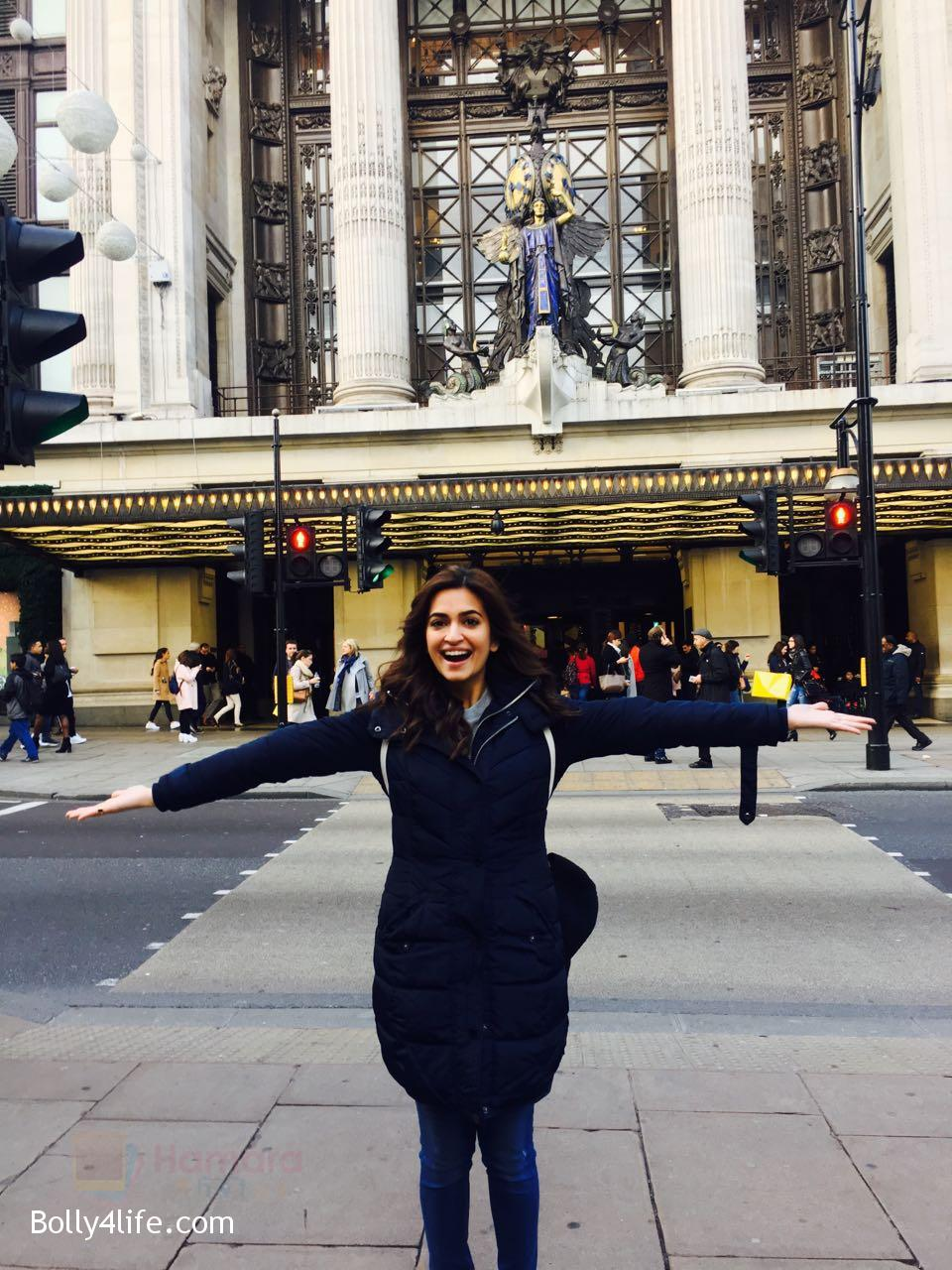 Kriti-Kharbanda-spotted-in-London-while-shooting-for-Atithii-in-London-on-26th-Oct-2016-4.jpg