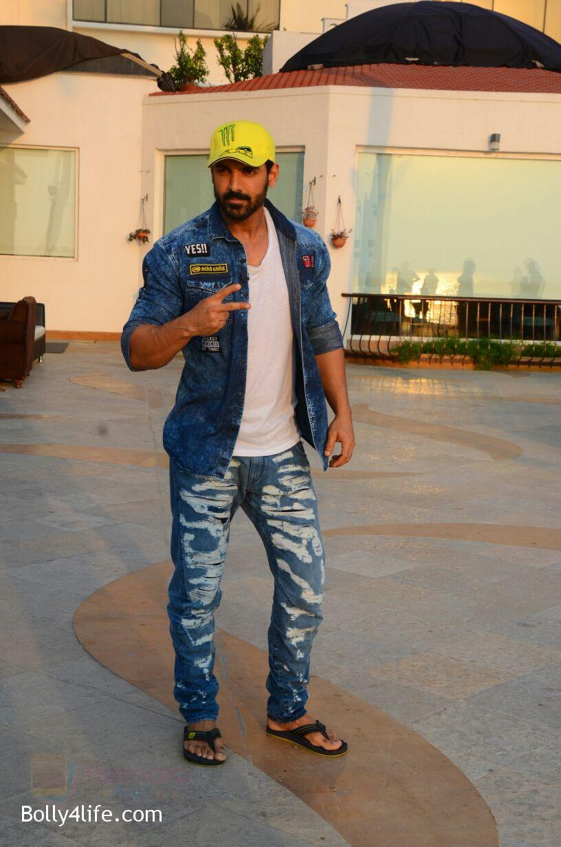 John-Abraham-snapped-in-Mumbai-on-27th-Oct-2016-12.jpg