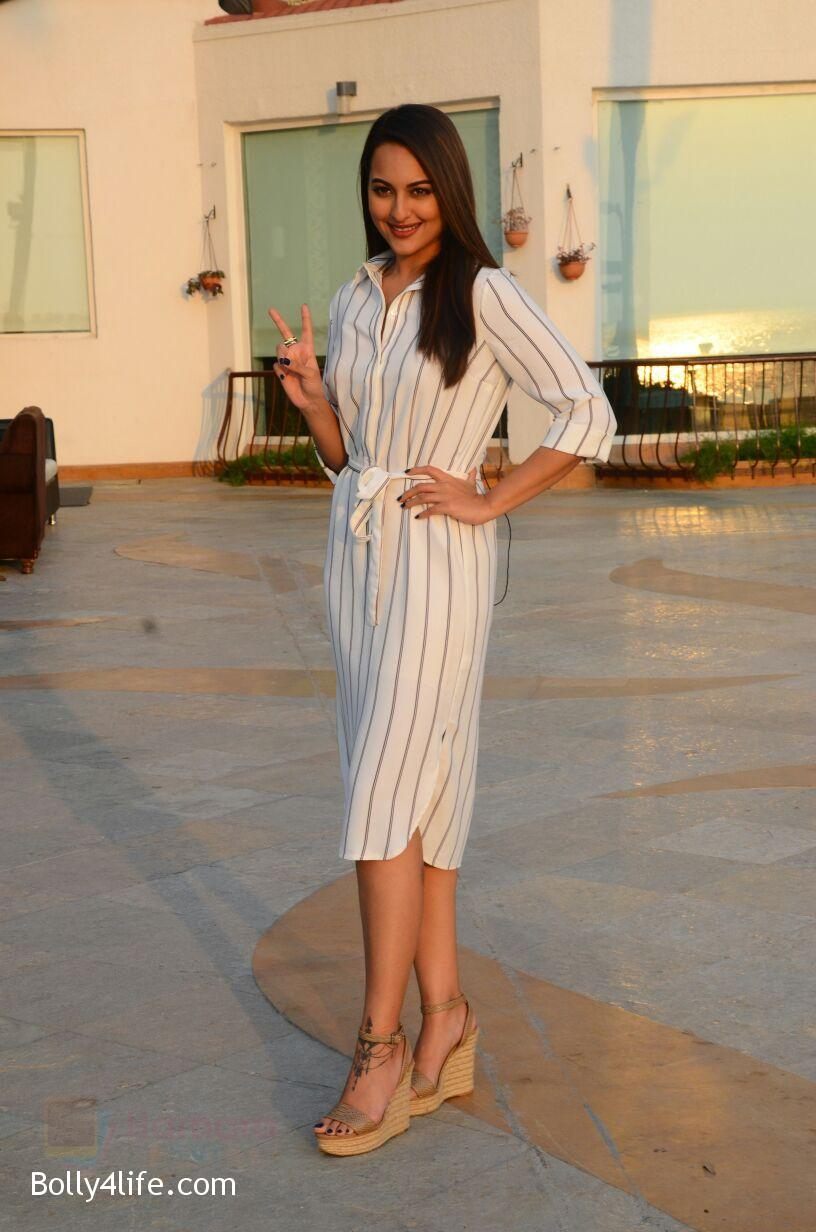 Sonakshi-Sinha-snapped-in-Mumbai-on-27th-Oct-2016-10.jpg