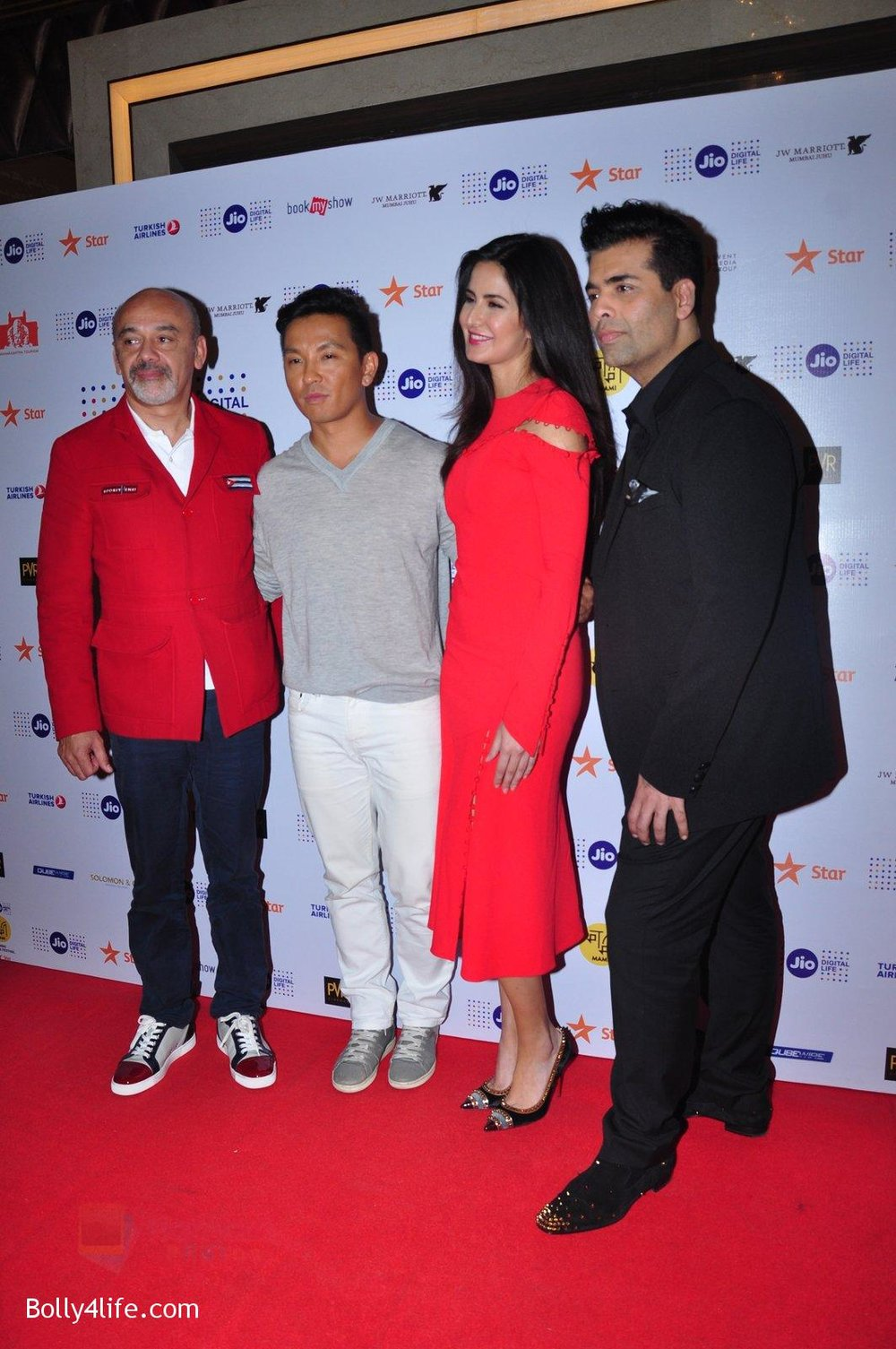 Katrina-Kaif-Karan-Johar-grace-a-discussion-at-the-MAMI-18th-Mumbai-Film-Festival-2016-on-27th-Oct-2016-15.jpg