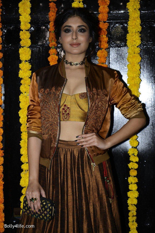 Kritika-Kamra-at-Ekta-Kapoor_s-Diwali-bash-on-29th-Oct-2016-46.jpg