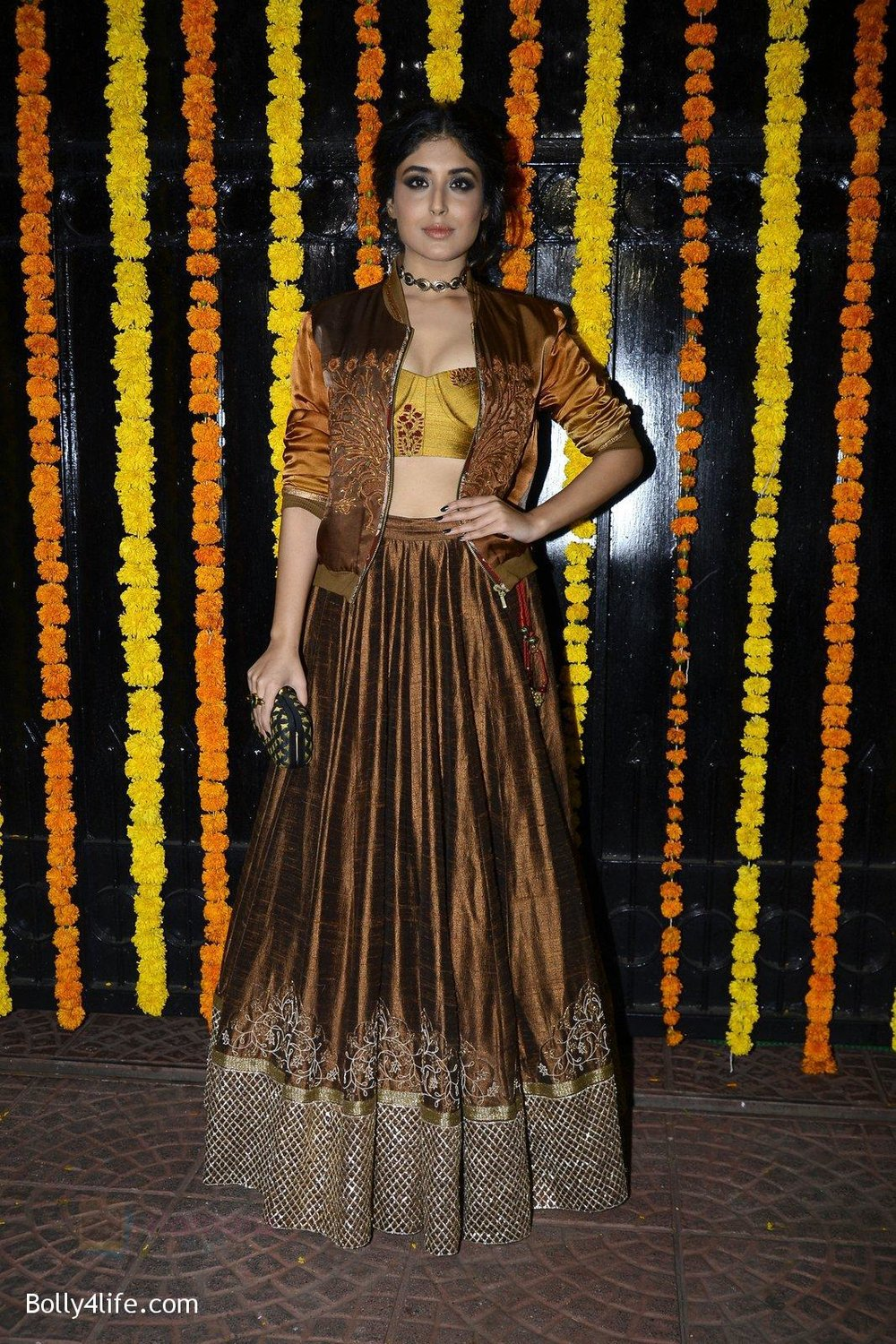 Kritika-Kamra-at-Ekta-Kapoor_s-Diwali-bash-on-29th-Oct-2016-48.jpg