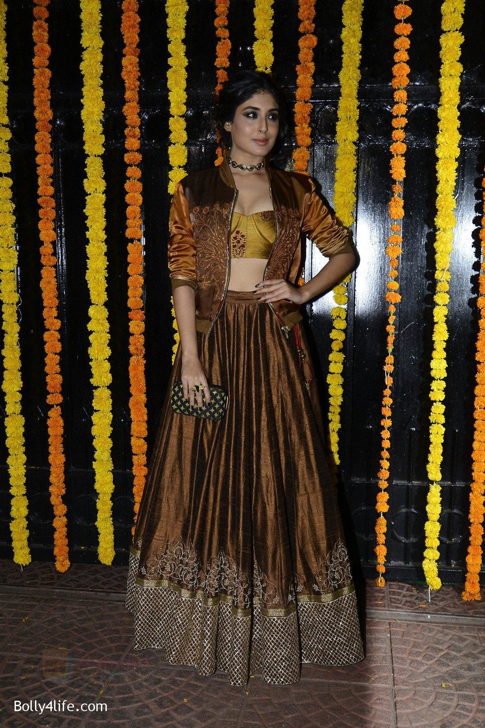 Kritika-Kamra-at-Ekta-Kapoor_s-Diwali-bash-on-29th-Oct-2016-50.jpg