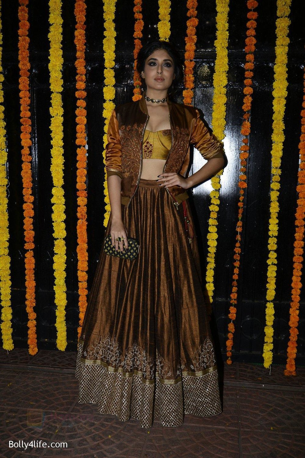 Kritika-Kamra-at-Ekta-Kapoor_s-Diwali-bash-on-29th-Oct-2016-52.jpg