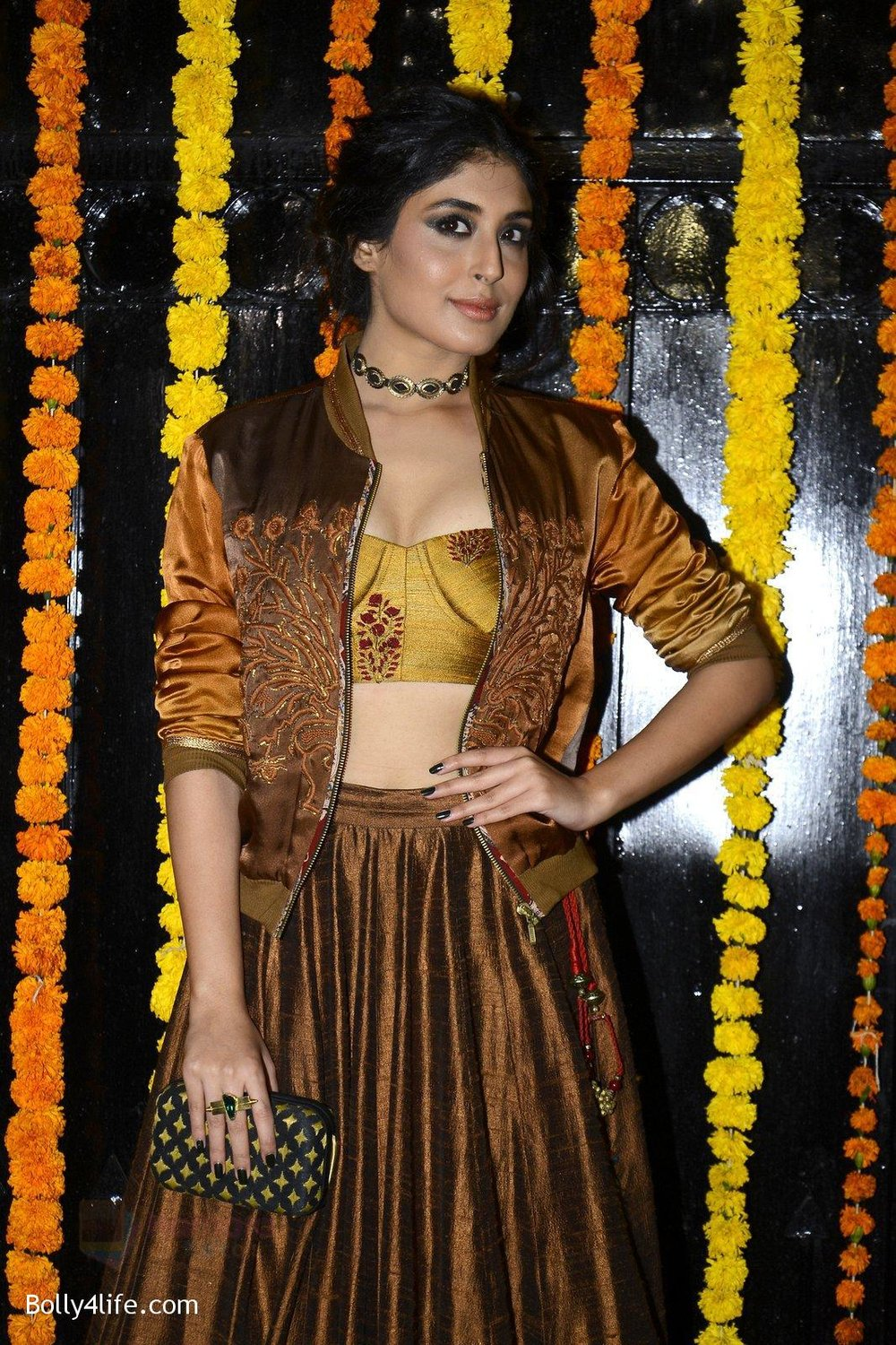 Kritika-Kamra-at-Ekta-Kapoor_s-Diwali-bash-on-29th-Oct-2016-54.jpg