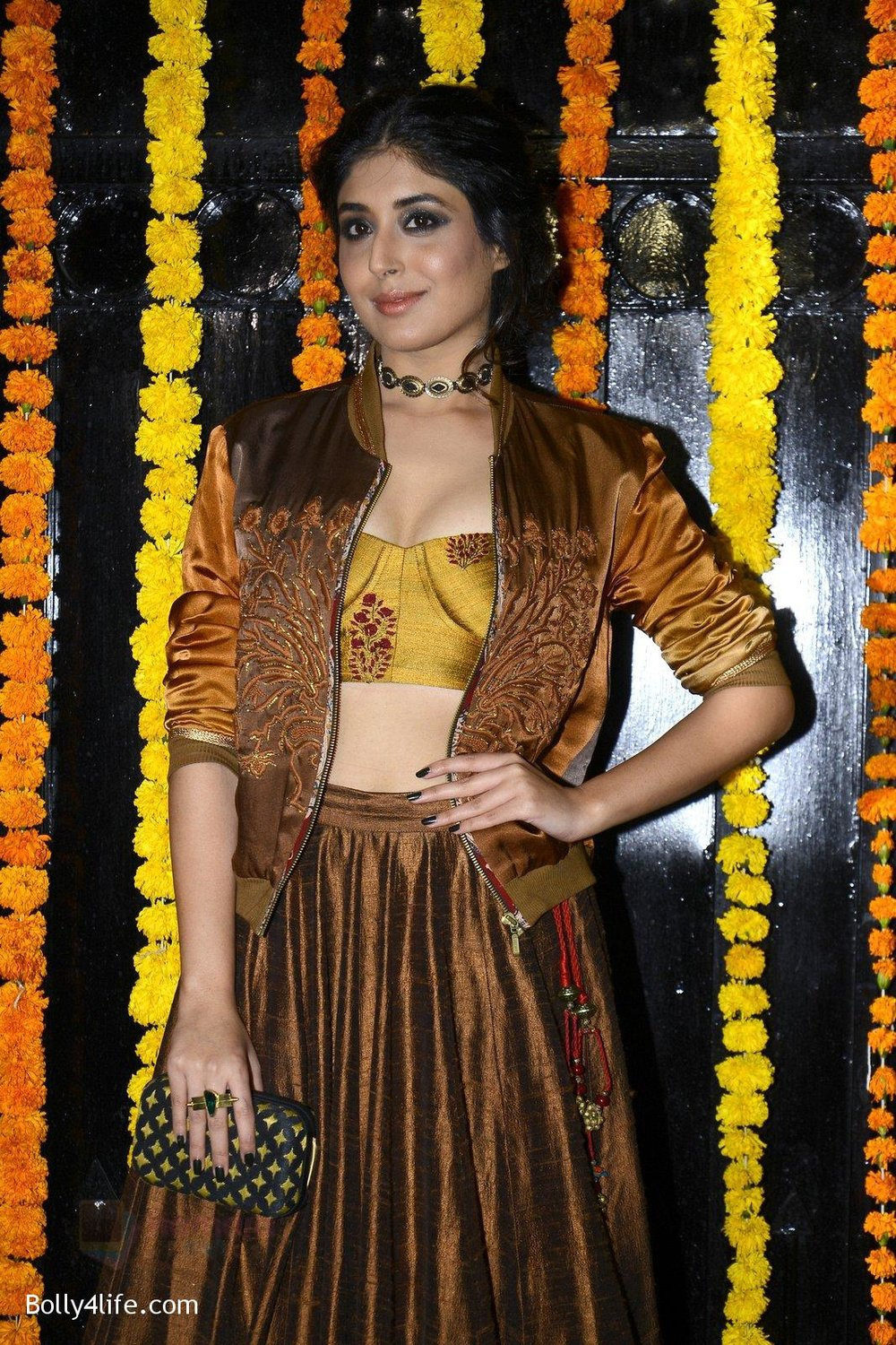 Kritika-Kamra-at-Ekta-Kapoor_s-Diwali-bash-on-29th-Oct-2016-56.jpg