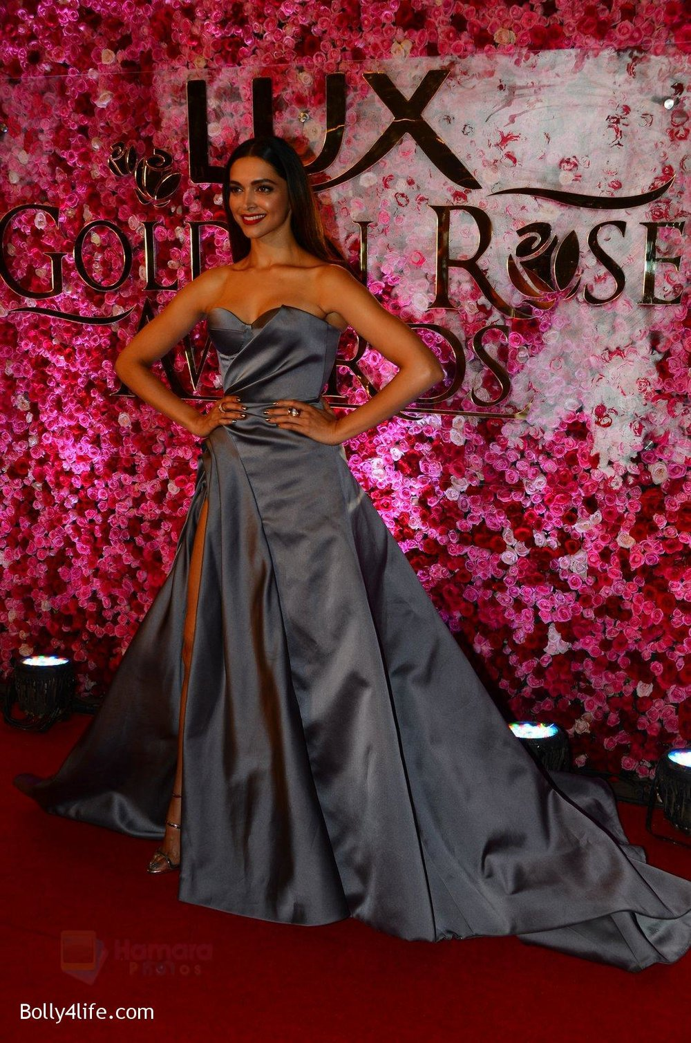 Deepika-Padukone-at-Lux-Golden-Rose-Awards-2016-on-12th-Nov-2016-1.jpg