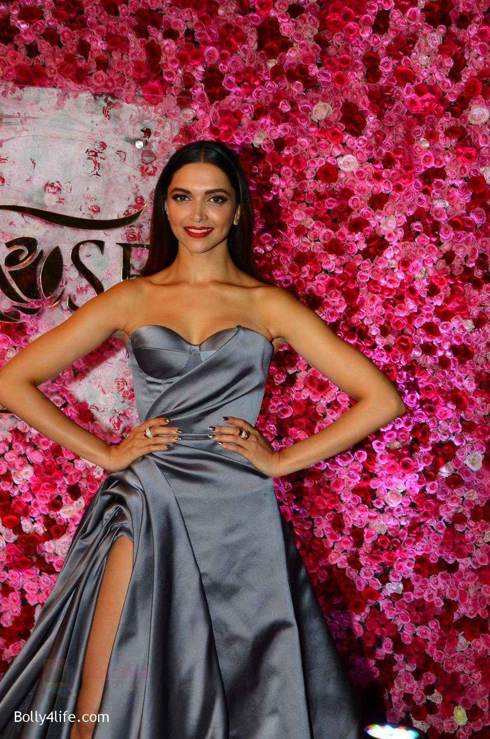 Deepika-Padukone-at-Lux-Golden-Rose-Awards-2016-on-12th-Nov-2016-3.jpg
