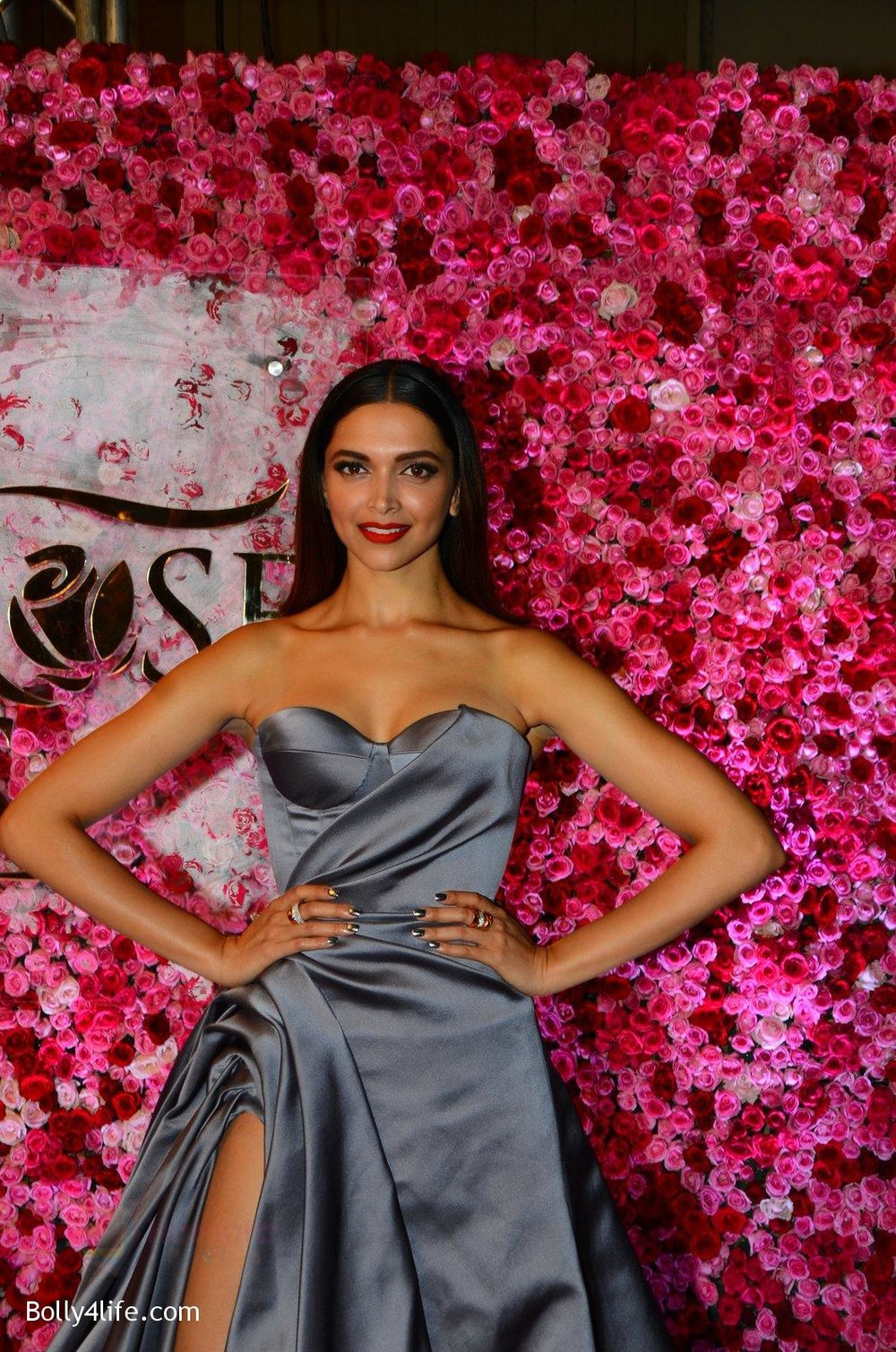 Deepika-Padukone-at-Lux-Golden-Rose-Awards-2016-on-12th-Nov-2016-7.jpg