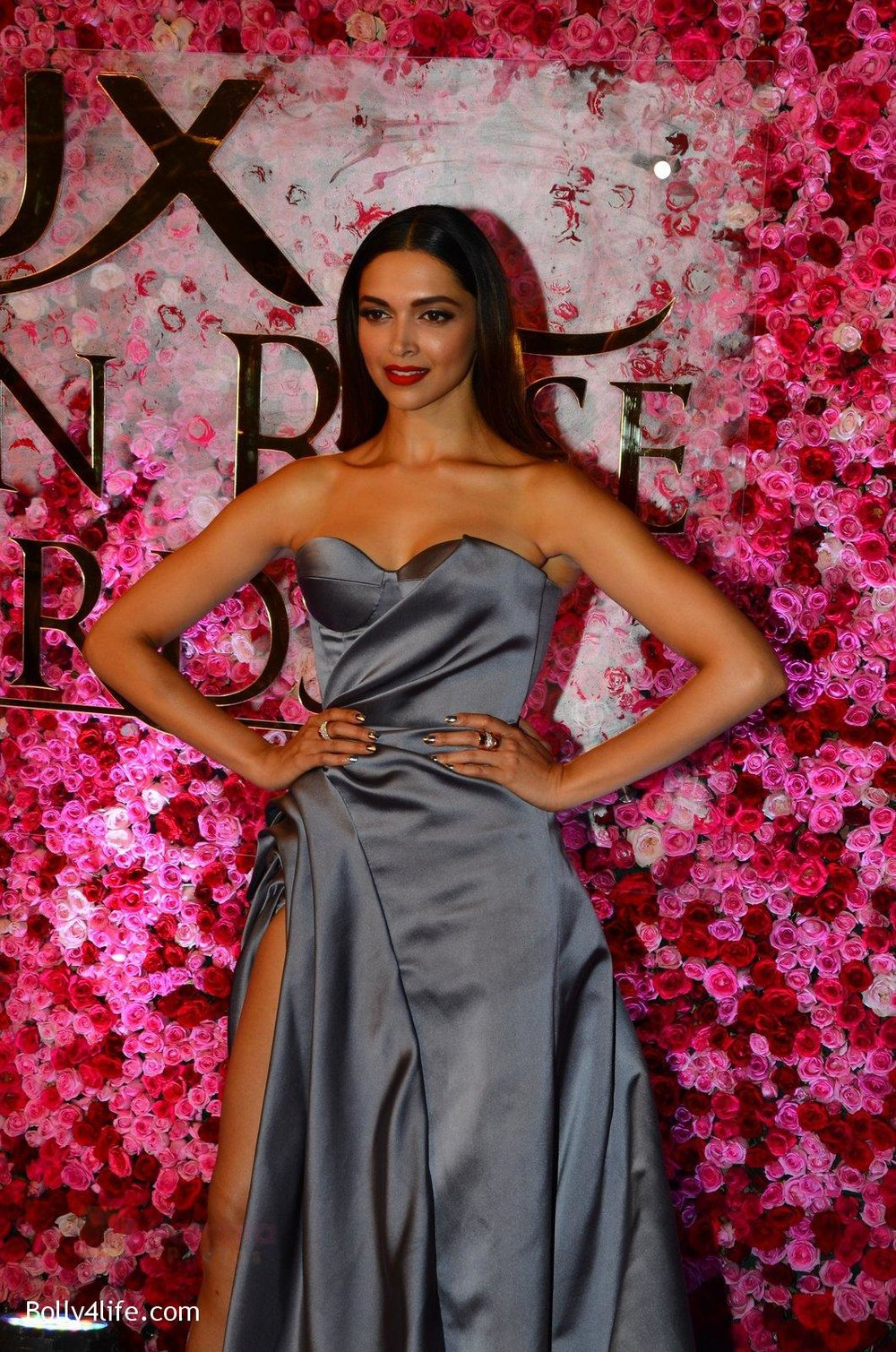 Deepika-Padukone-at-Lux-Golden-Rose-Awards-2016-on-12th-Nov-2016-8.jpg