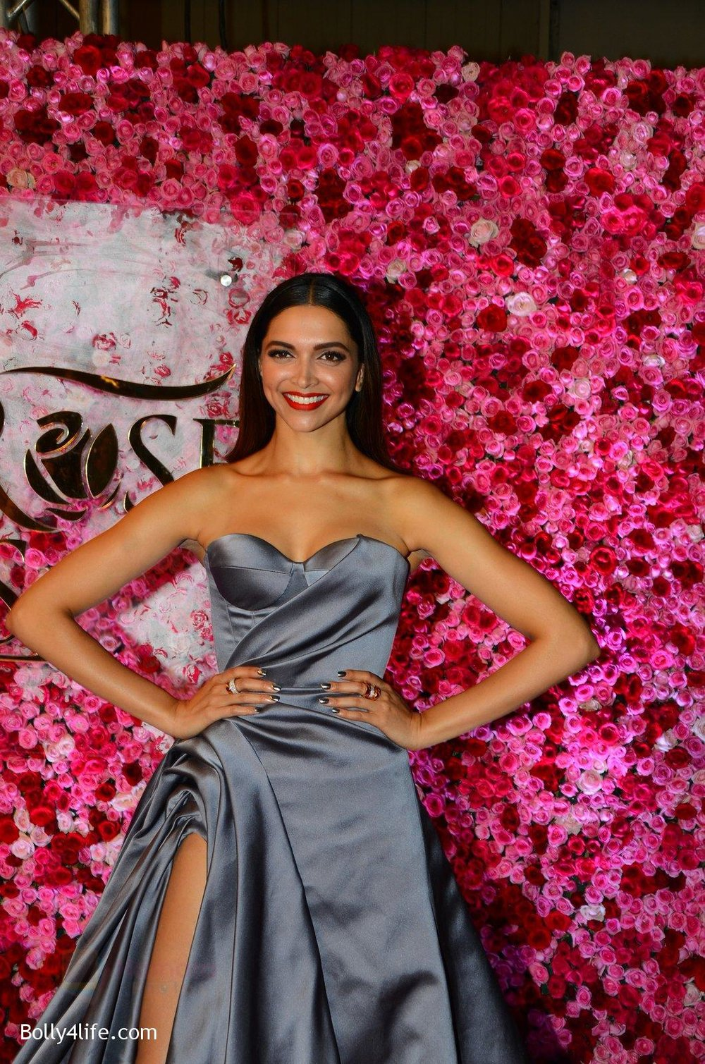 Deepika-Padukone-at-Lux-Golden-Rose-Awards-2016-on-12th-Nov-2016-9.jpg