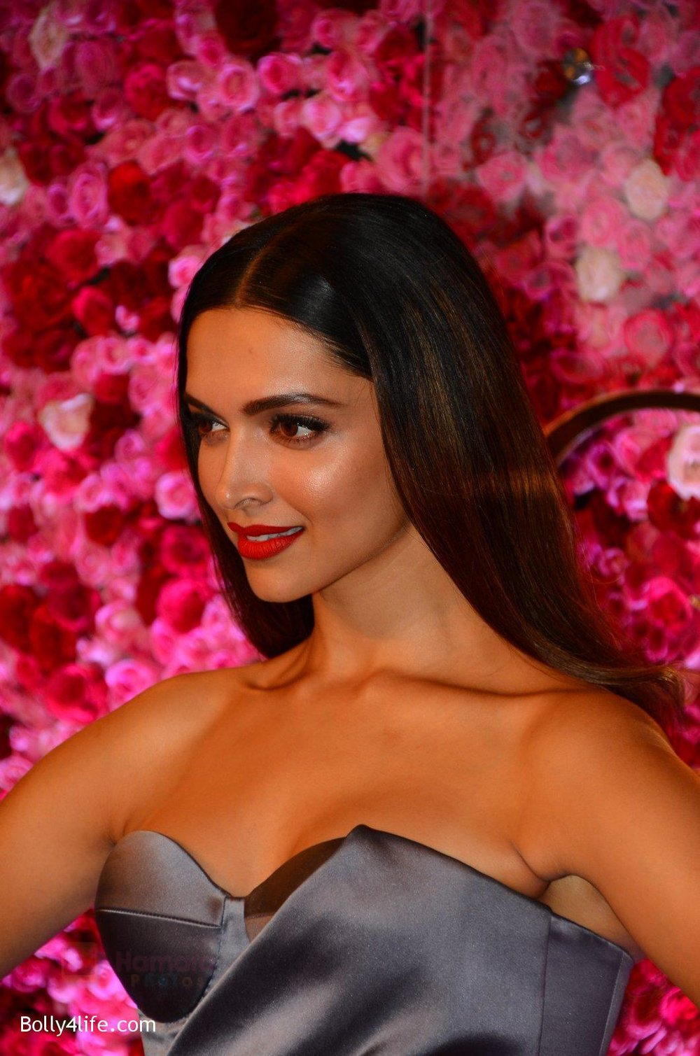 Deepika-Padukone-at-Lux-Golden-Rose-Awards-2016-on-12th-Nov-2016-13.jpg