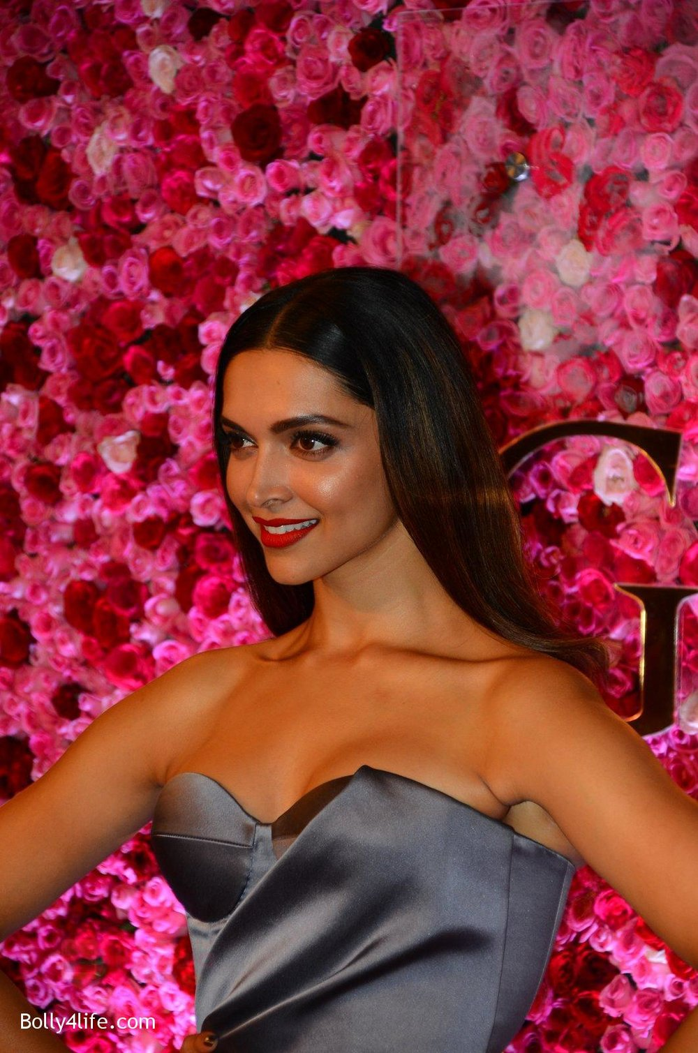 Deepika-Padukone-at-Lux-Golden-Rose-Awards-2016-on-12th-Nov-2016-14.jpg