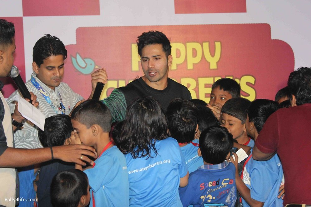 Varun-Dhawan-celebrates-Childrens-Day-at-KidZania-1.jpg