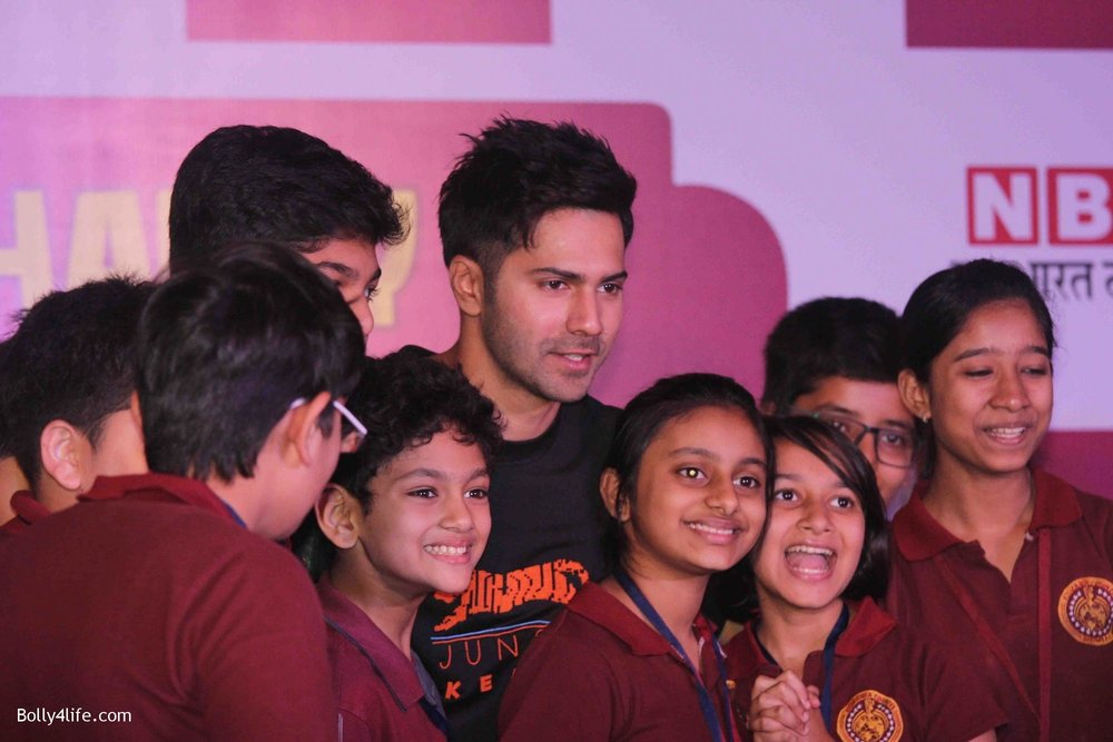 Varun-Dhawan-celebrates-Childrens-Day-at-KidZania-4.jpg