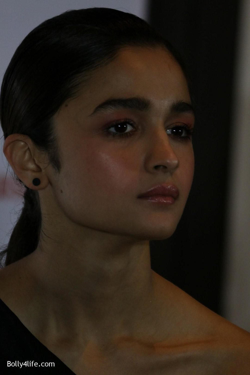 Alia-Bhatt-during-the-Absolut-Elyx-Filmfare-Glamour-and-Style-Awards-cover-launch-3.jpg