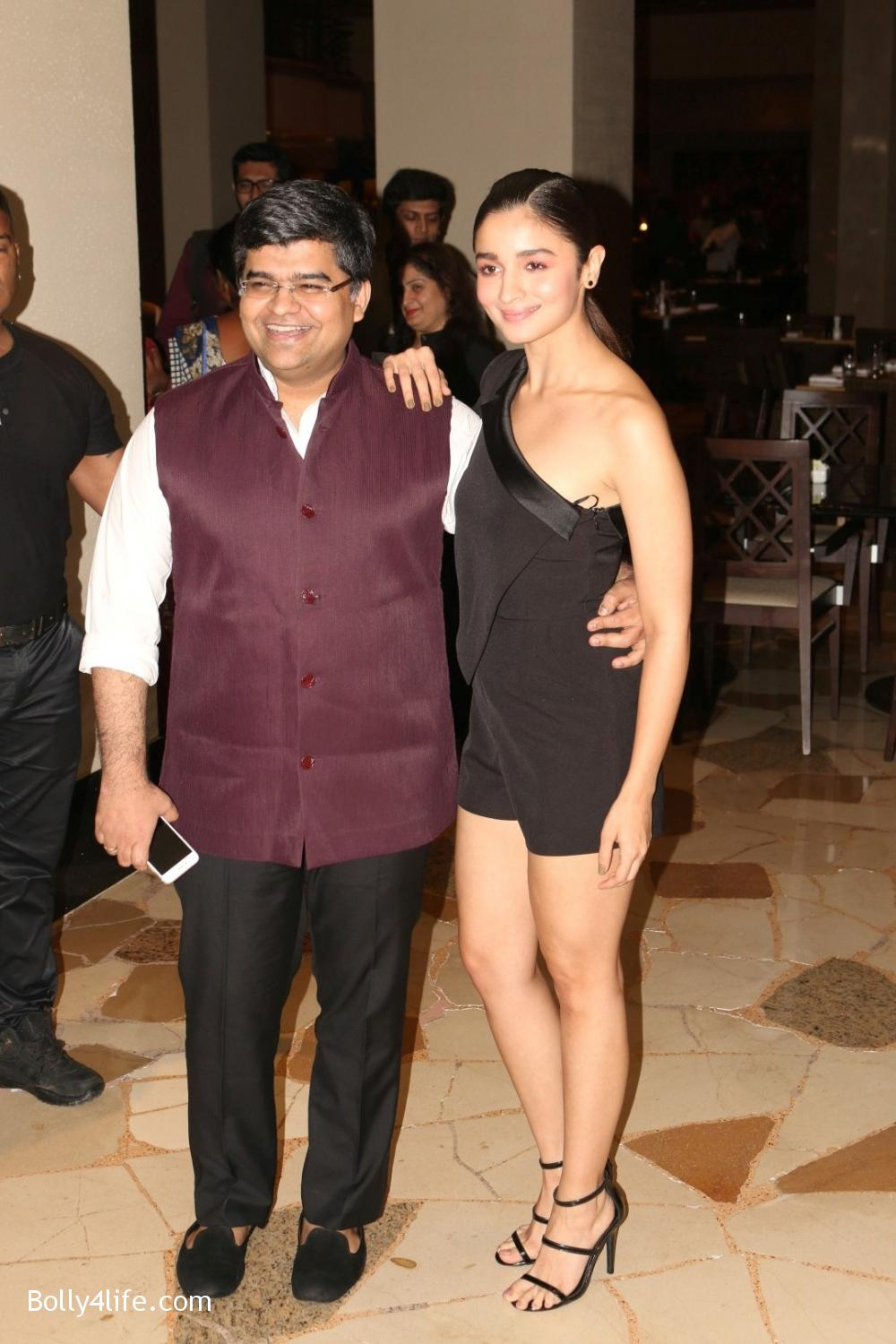 Alia-Bhatt-during-the-Absolut-Elyx-Filmfare-Glamour-and-Style-Awards-cover-launch-7.jpg