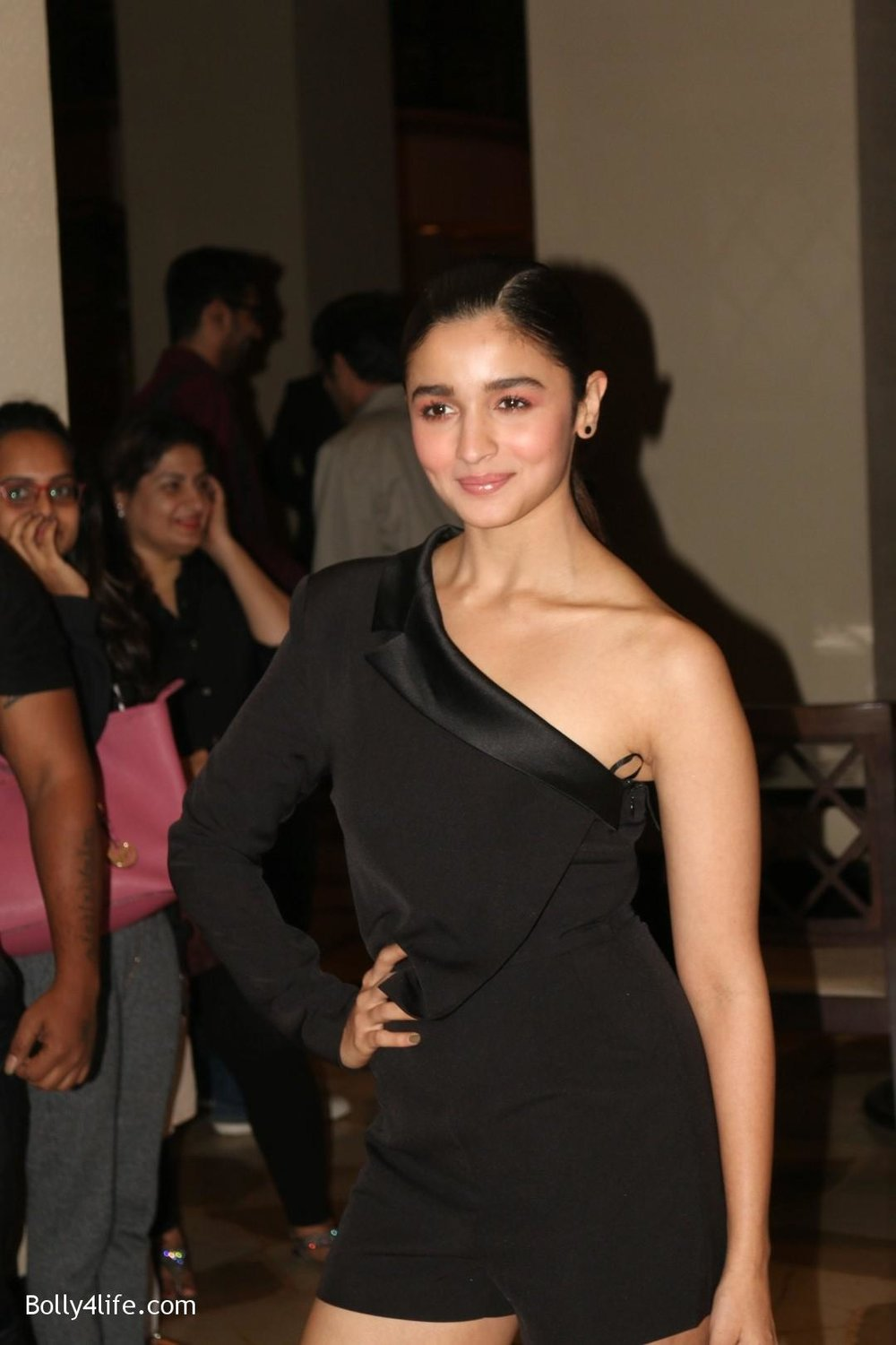 Alia-Bhatt-during-the-Absolut-Elyx-Filmfare-Glamour-and-Style-Awards-cover-launch-11.jpg