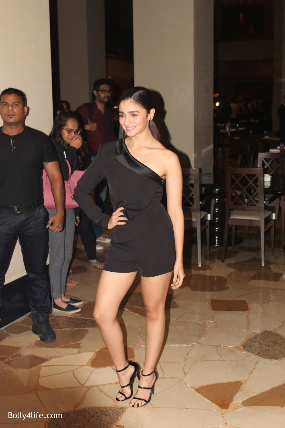 Alia-Bhatt-during-the-Absolut-Elyx-Filmfare-Glamour-and-Style-Awards-cover-launch-29.jpg