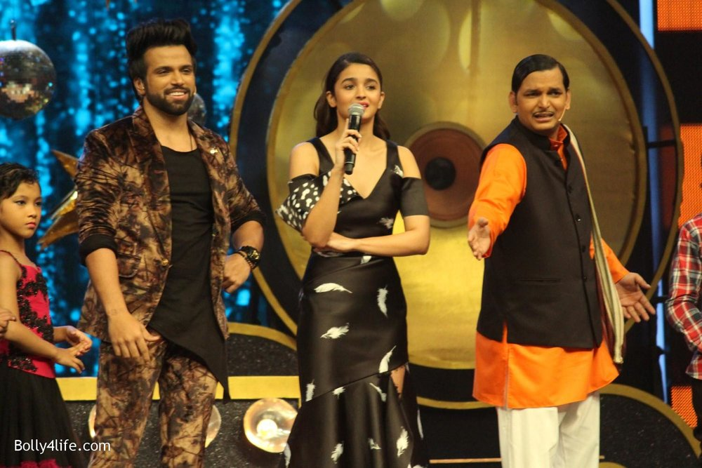 Alia-Bhatt-during-the-promotion-of-film-Dear-Zindagi-on-the-sets-of-Sony-TV-reality-show-Super-Dancer-1.jpg