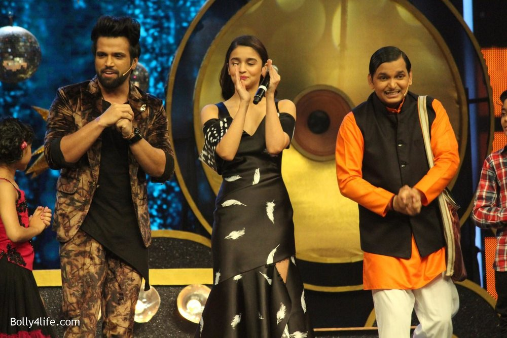 Alia-Bhatt-during-the-promotion-of-film-Dear-Zindagi-on-the-sets-of-Sony-TV-reality-show-Super-Dancer-3.jpg