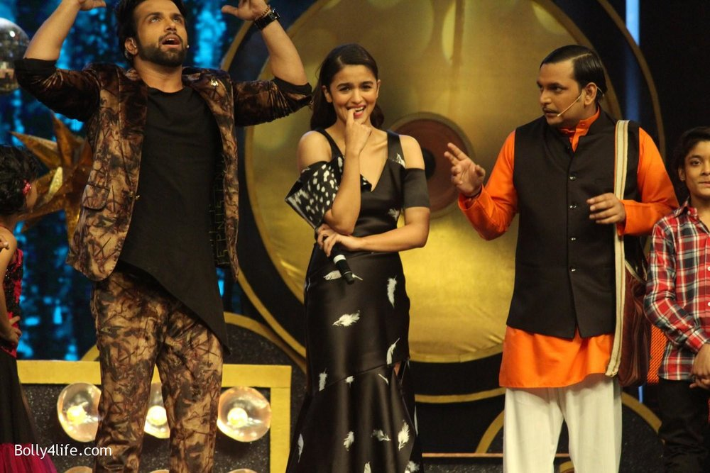 Alia-Bhatt-during-the-promotion-of-film-Dear-Zindagi-on-the-sets-of-Sony-TV-reality-show-Super-Dancer-5.jpg