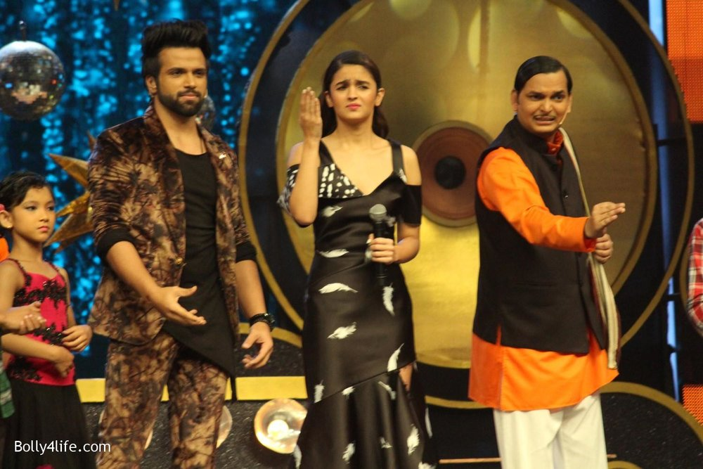 Alia-Bhatt-during-the-promotion-of-film-Dear-Zindagi-on-the-sets-of-Sony-TV-reality-show-Super-Dancer-7.jpg