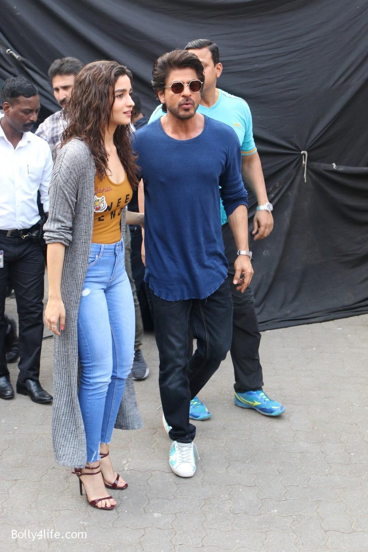 Shah-Rukh-Khan-and-Alia-Bhatt-spotted-at-Mehboob-Studio-in-Mumbai-2.jpg