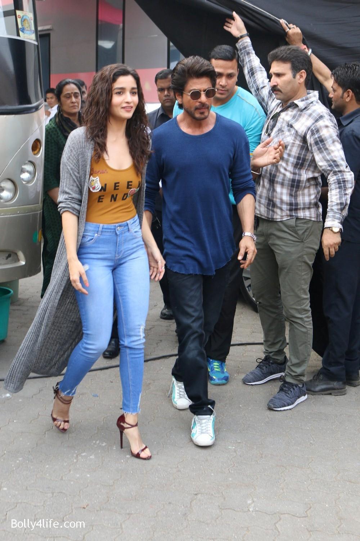Shah-Rukh-Khan-and-Alia-Bhatt-spotted-at-Mehboob-Studio-in-Mumbai-9.jpg