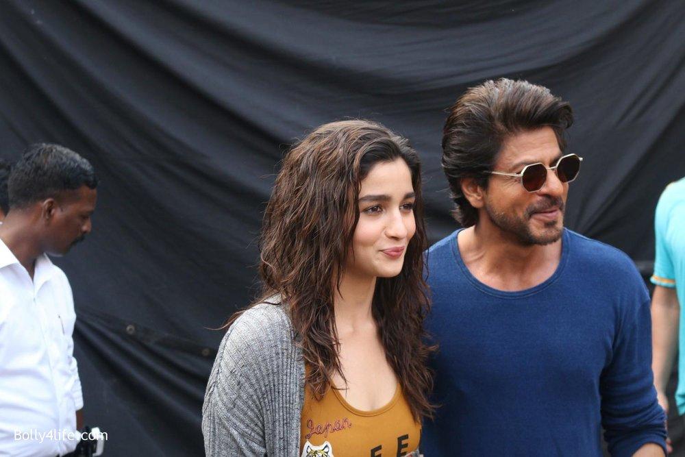 Shah-Rukh-Khan-and-Alia-Bhatt-spotted-at-Mehboob-Studio-in-Mumbai-10.jpg