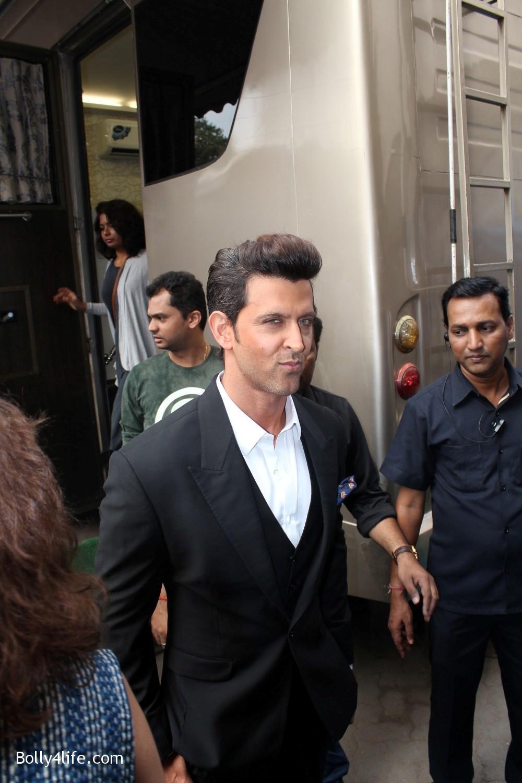 Shah-Rukh-Khan-and-Alia-Bhatt-spotted-at-Mehboob-Studio-in-Mumbai-11.jpg
