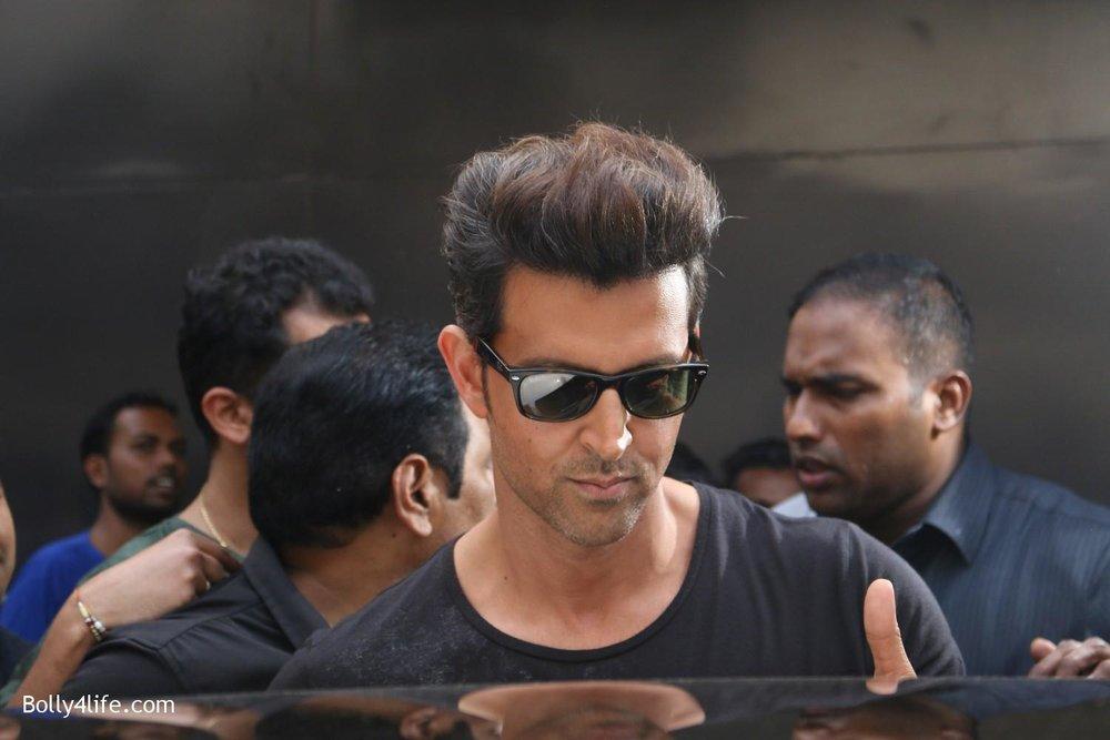 Shah-Rukh-Khan-and-Alia-Bhatt-spotted-at-Mehboob-Studio-in-Mumbai-13.jpg