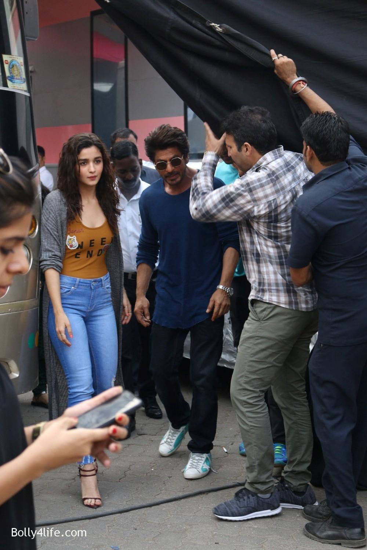 Shah-Rukh-Khan-and-Alia-Bhatt-spotted-at-Mehboob-Studio-in-Mumbai-14.jpg