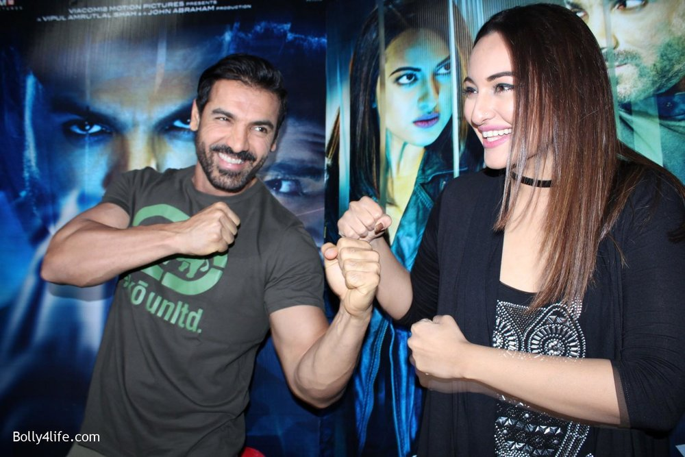 John-Abraham-and-Sonakshi-Sinha-iduring-the-press-conference-of-upcoming-film-Force-2-1.jpg