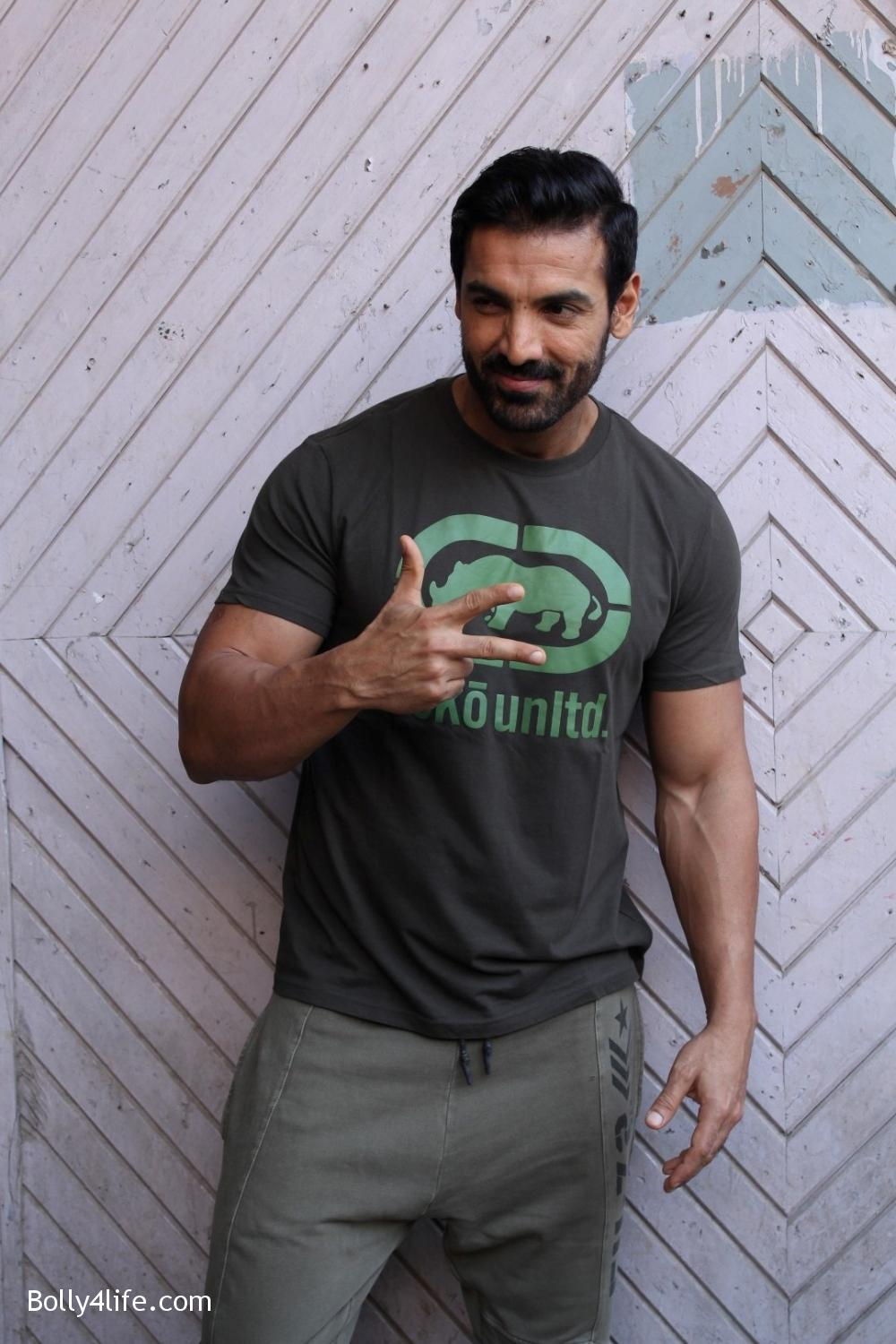 John-Abraham-and-Sonakshi-Sinha-iduring-the-press-conference-of-upcoming-film-Force-2-4.jpg