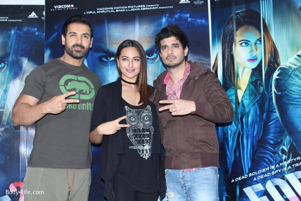 John-Abraham-and-Sonakshi-Sinha-iduring-the-press-conference-of-upcoming-film-Force-2-5.jpg