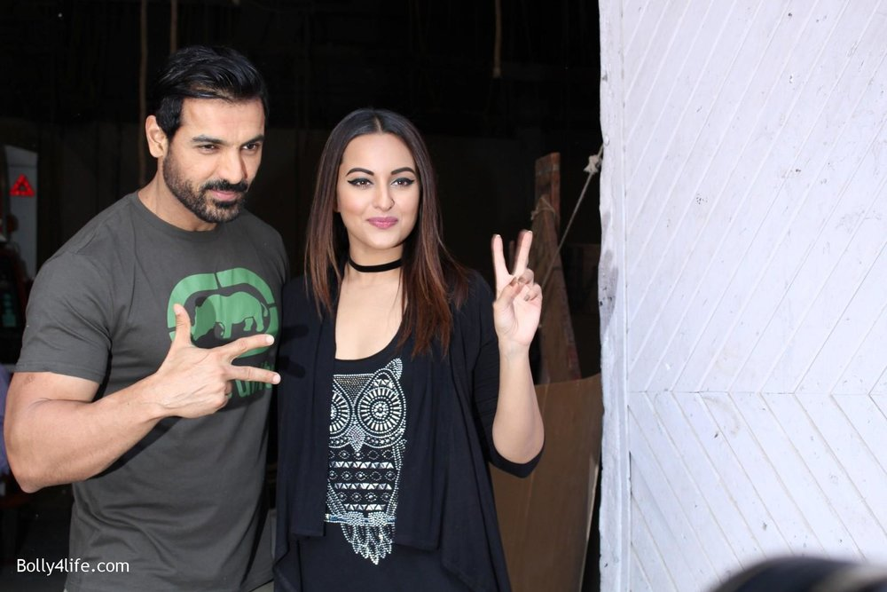 John-Abraham-and-Sonakshi-Sinha-iduring-the-press-conference-of-upcoming-film-Force-2-6.jpg