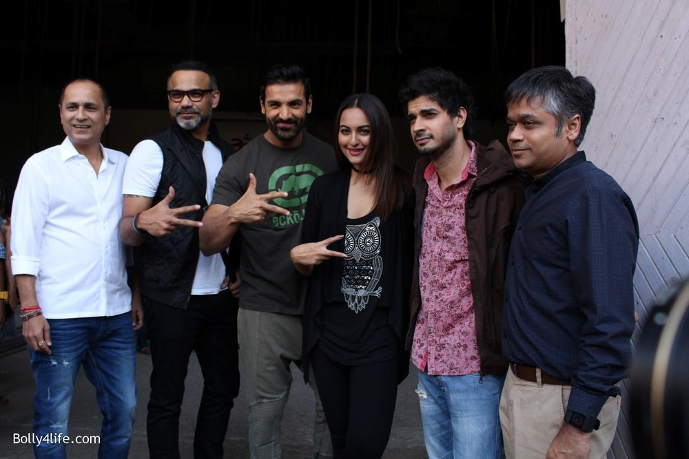 John-Abraham-and-Sonakshi-Sinha-iduring-the-press-conference-of-upcoming-film-Force-2-7.jpg