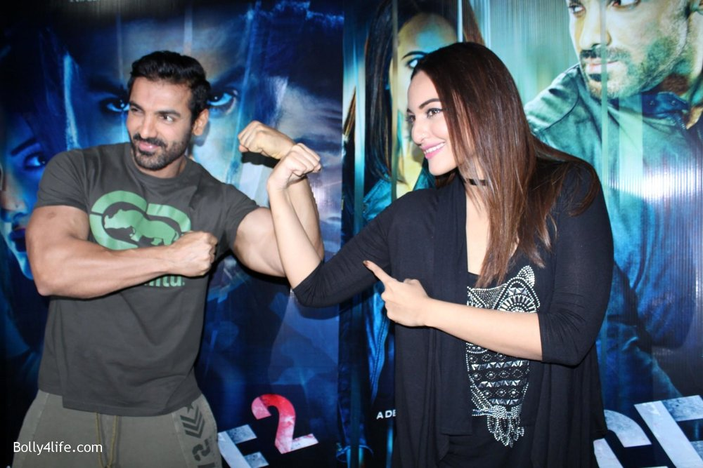 John-Abraham-and-Sonakshi-Sinha-iduring-the-press-conference-of-upcoming-film-Force-2-12.jpg