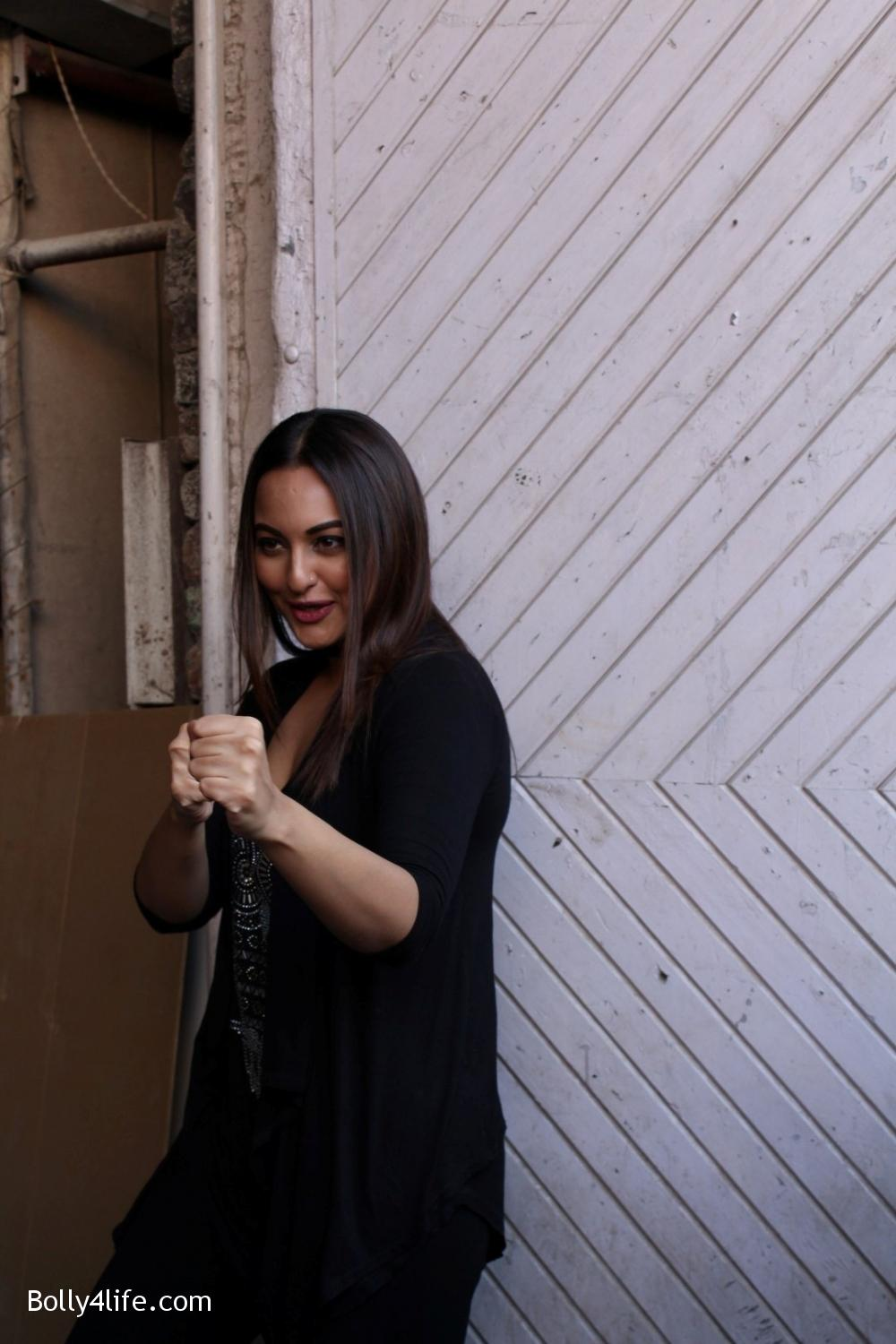John-Abraham-and-Sonakshi-Sinha-iduring-the-press-conference-of-upcoming-film-Force-2-13.jpg