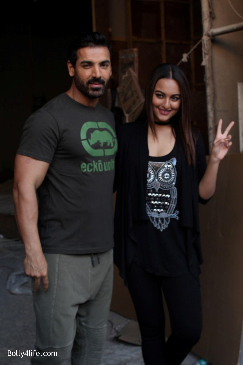 John-Abraham-and-Sonakshi-Sinha-iduring-the-press-conference-of-upcoming-film-Force-2-14.jpg