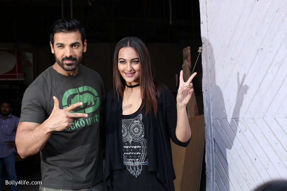 John-Abraham-and-Sonakshi-Sinha-iduring-the-press-conference-of-upcoming-film-Force-2-18.jpg